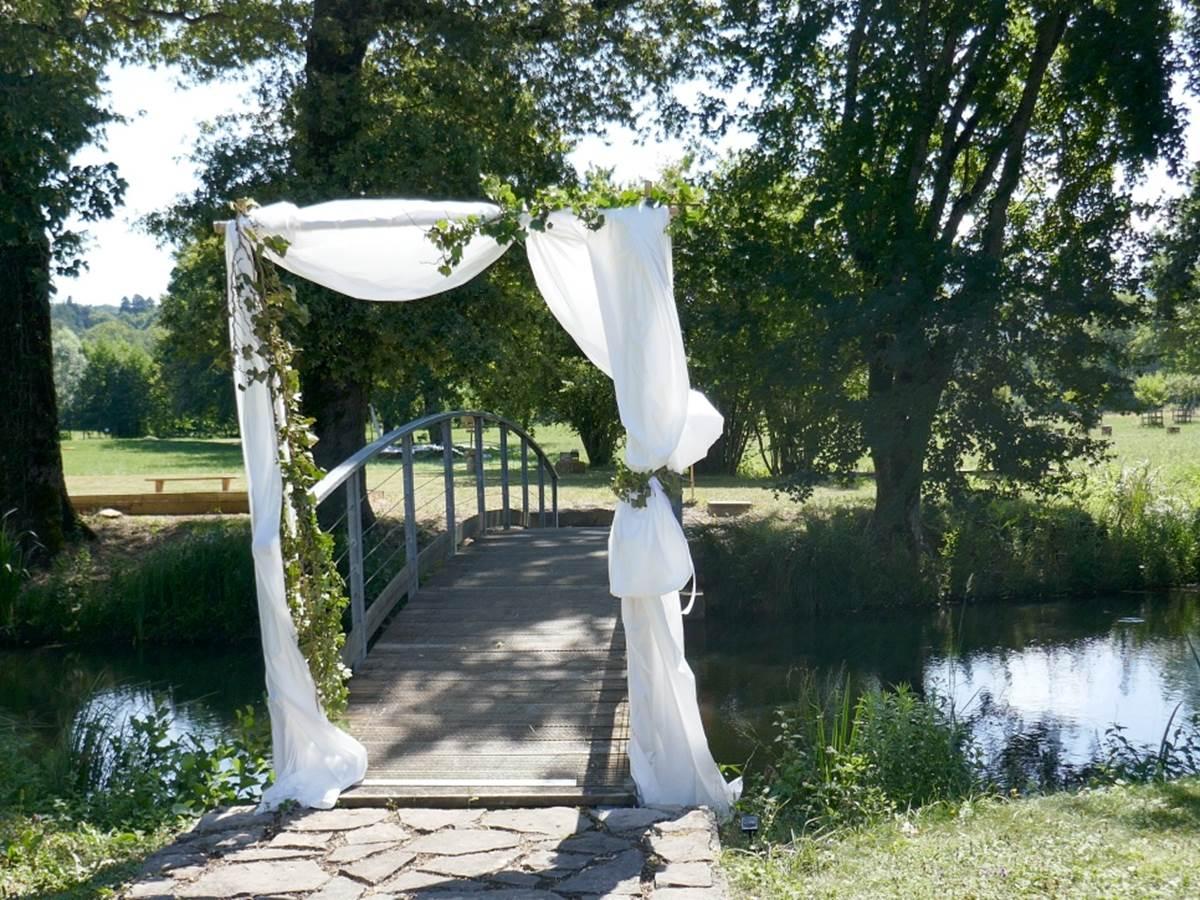 Décoration du pont pour un mariage