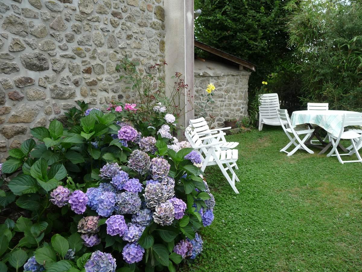 maison-jardin-location-neuvic
