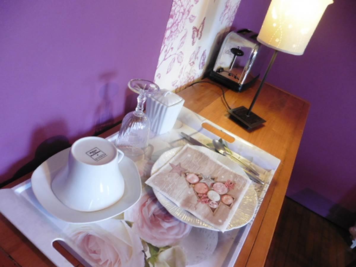 Maison et Chambre d'hôtes l'Ephémère à Limoges  Plateau du petit déjeuner et porcelaine de Limoges