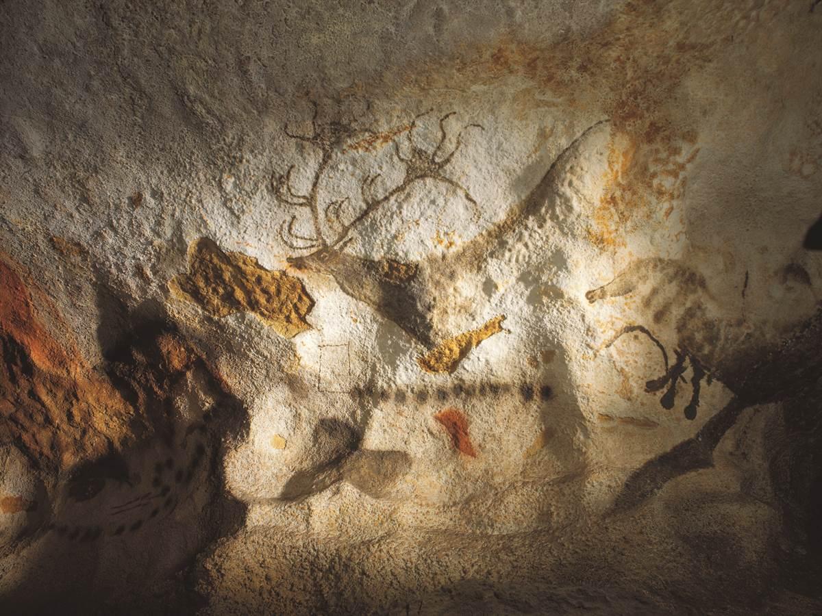 Dessins sur les murs de la grotte