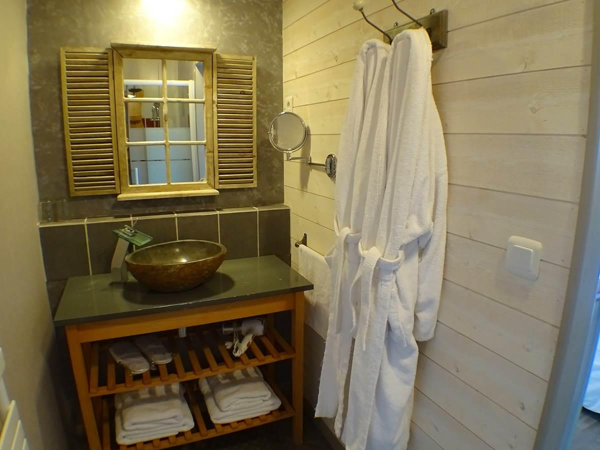 les instants voles - suite amoureux - salle de bain