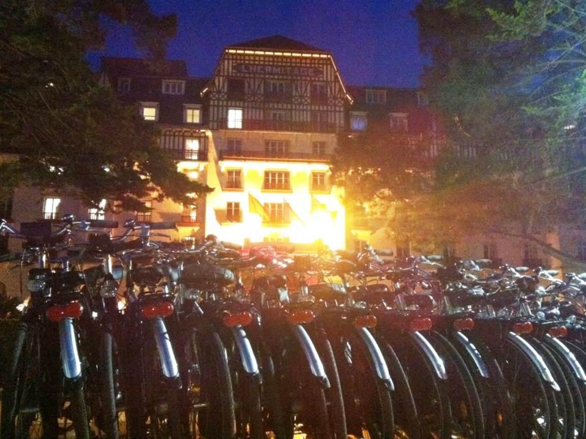 Le grand hotel de l'Hermitage la nuit !