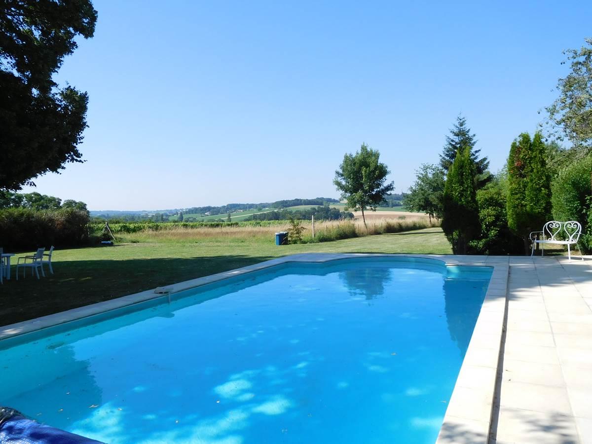 piscine et terrain