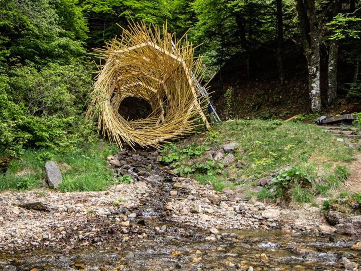 Naissance de la Dordogne au Mont Dore. le trou  vert par le collectif Ma.Gy Festival Horizons 2019 (Crédit photo Office du tourisme du Sancy)