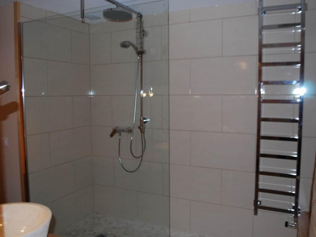 Chambre Guimbelot  douche à l'italienne au Ranch des Lacs