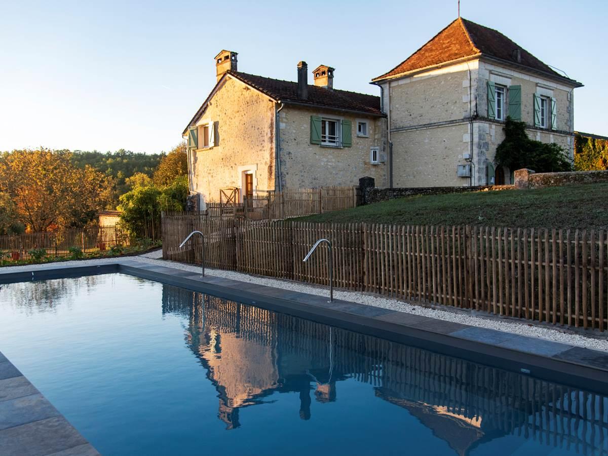 La Grande Maison et la piscine à ses pieds Photo (c) Michel Dartenset