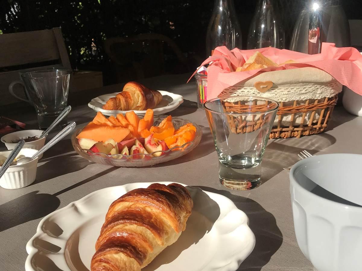 Le Mas Mellou  Petit Déjeuner gourmand