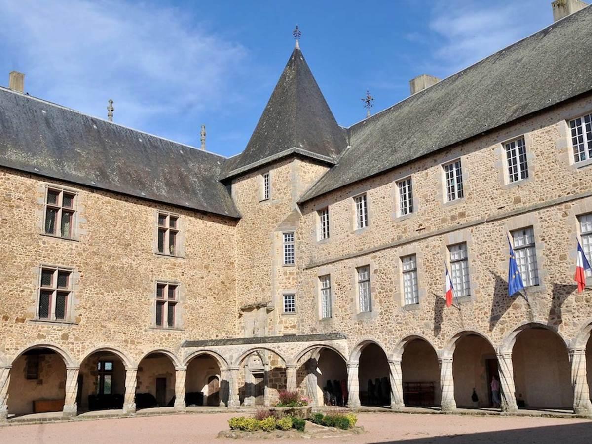 Château  de Rochechouart ©hauteviennetourisme
