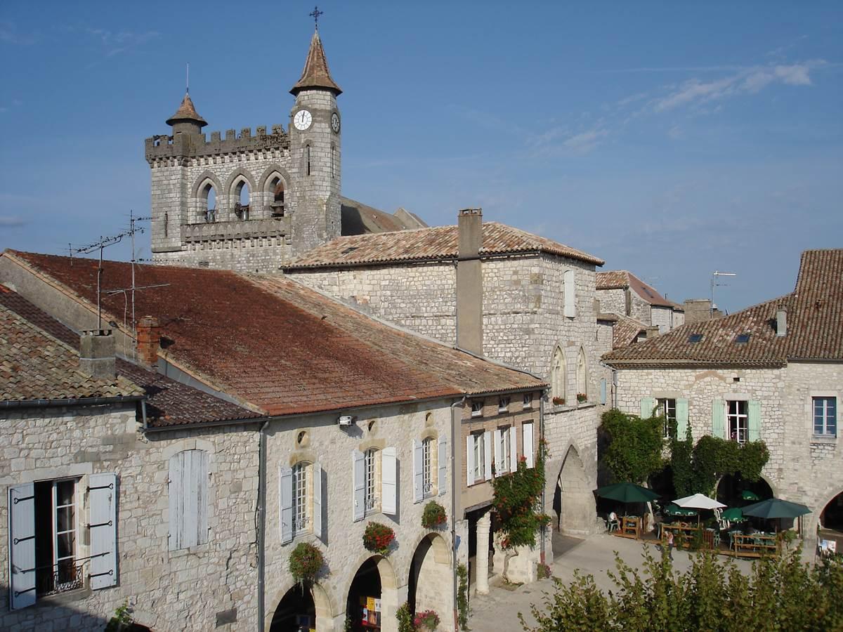 Monflanquin: ville fortifiée du Moyen-âge