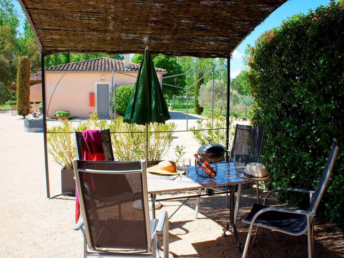 Place hotel residence les peupliers loriol du comtat provence
