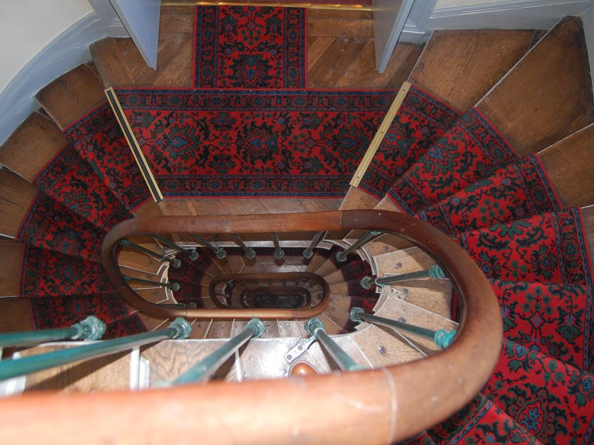 Hôtel Jean Bart escaliers proche gare montparnasse