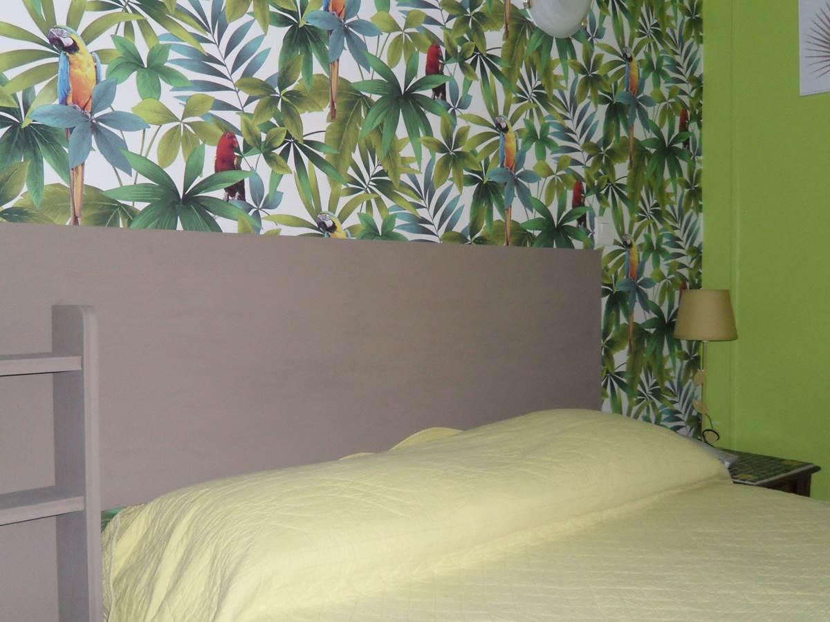 Chambre grand lit côté cour Paris 6