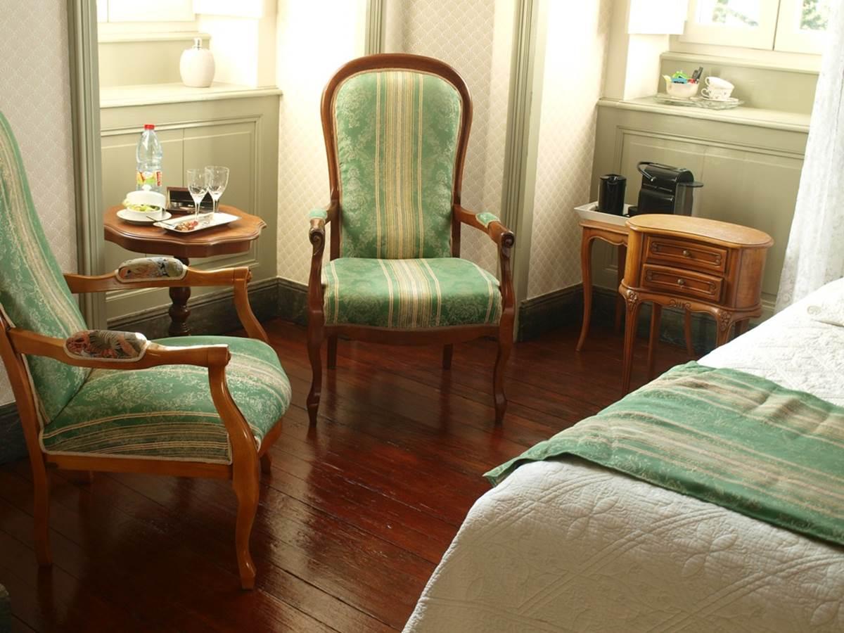 Chambre Marronnier, coin fauteuils