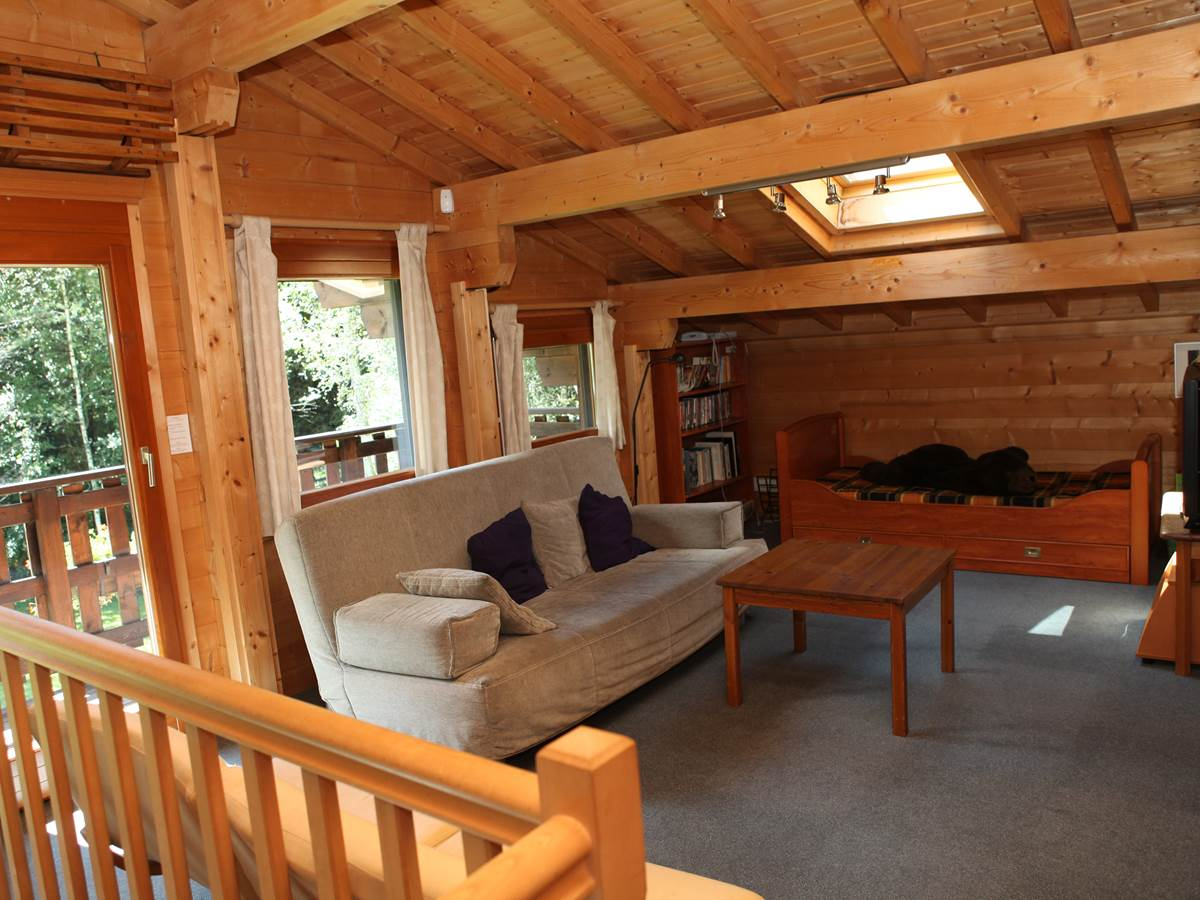Mezzanine fenêtres Sud vers bois et massif, 1 balcon, 2 lits de 90
