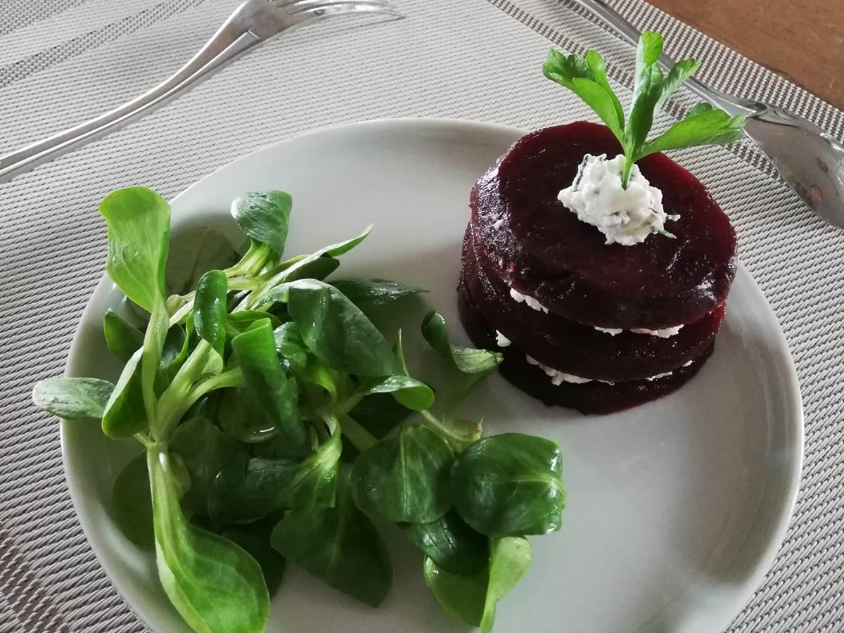 Millefeuille betterave servie en table d'hôtes du Trégonnec