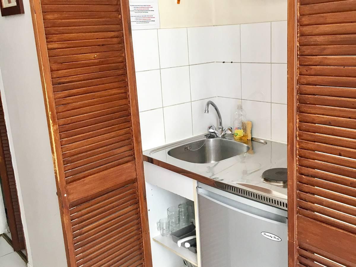 Studio 4 kitchenette