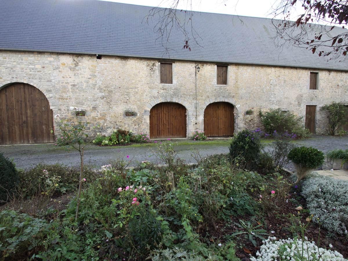 La grange du chateau de vouilly