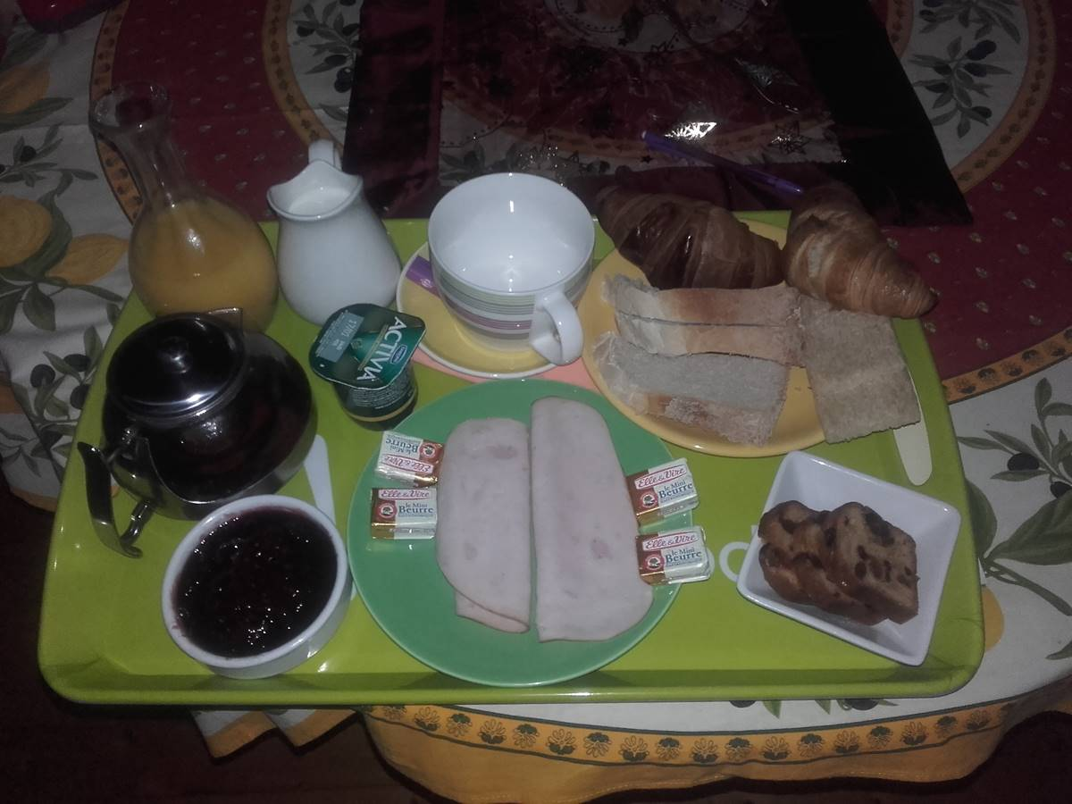 Exemple de petit-déjeuner au Gite du lion90