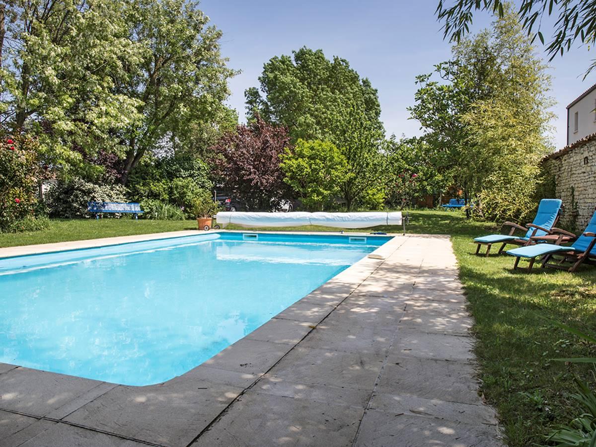 Piscine de la maison d'hôtes La Rochelle Lodge