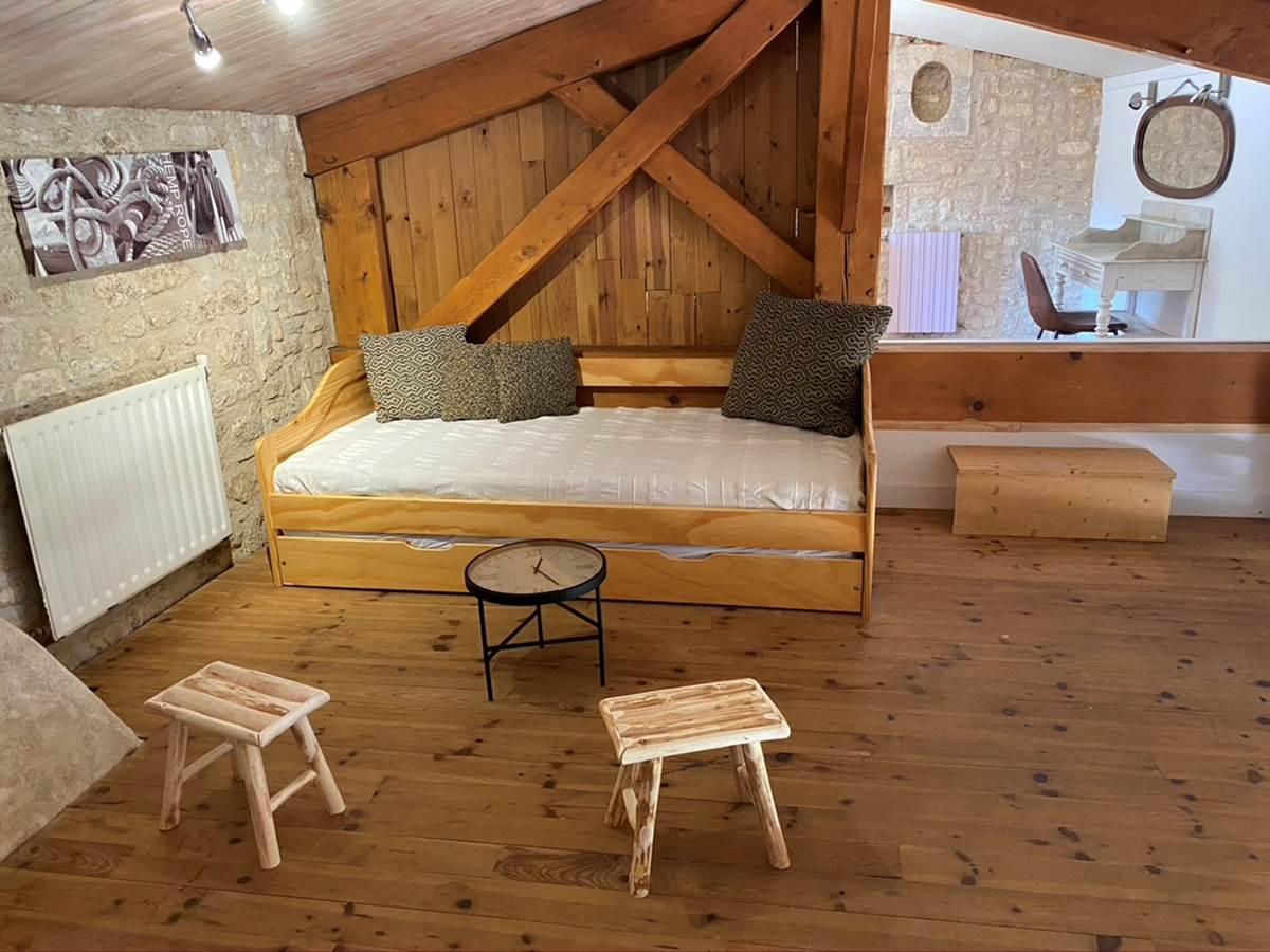 Mezzanine avec lit gigogne comprenant 2 lits de 90
