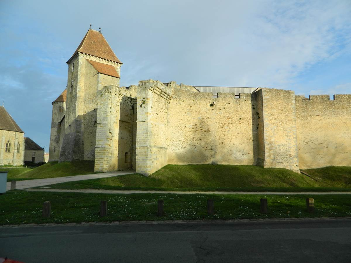 Blandy les Tours   La Forteresse du XII  S