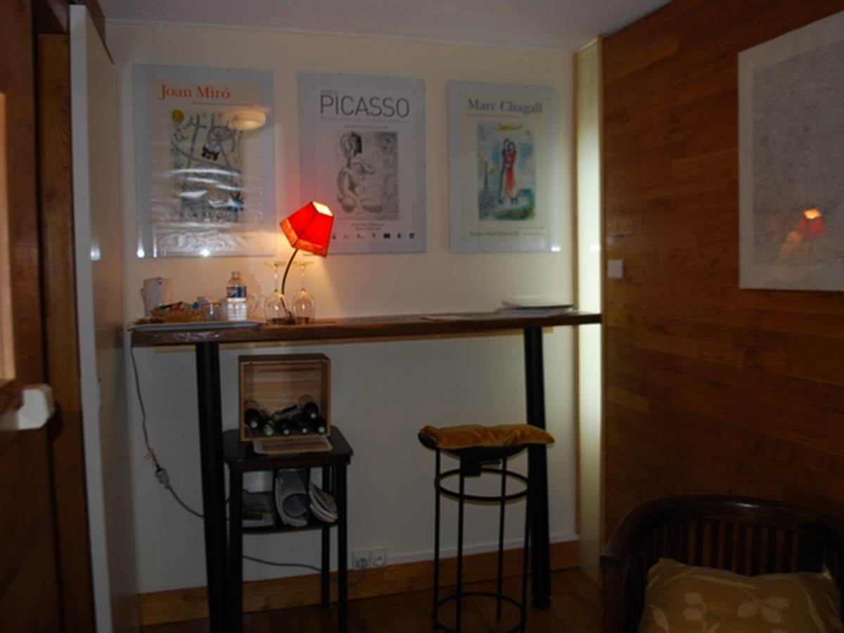 espace bureau chambre Paul Rebeyrolle au Ranch des Lacs 87120
