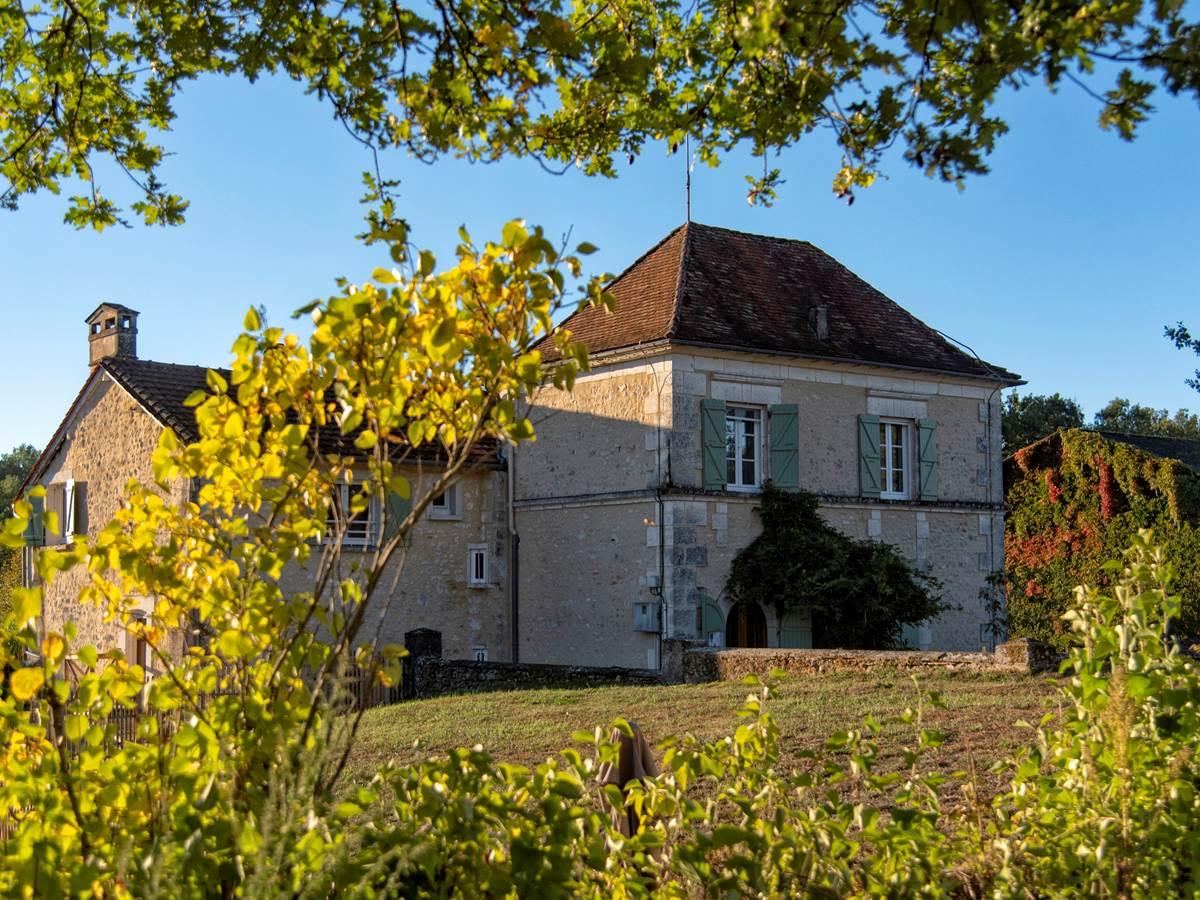 Grande Maison depuis le chemin (c) M Dartenset