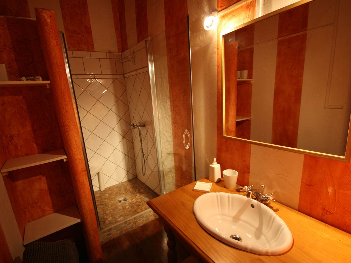 36 salles de bains chambre rouge