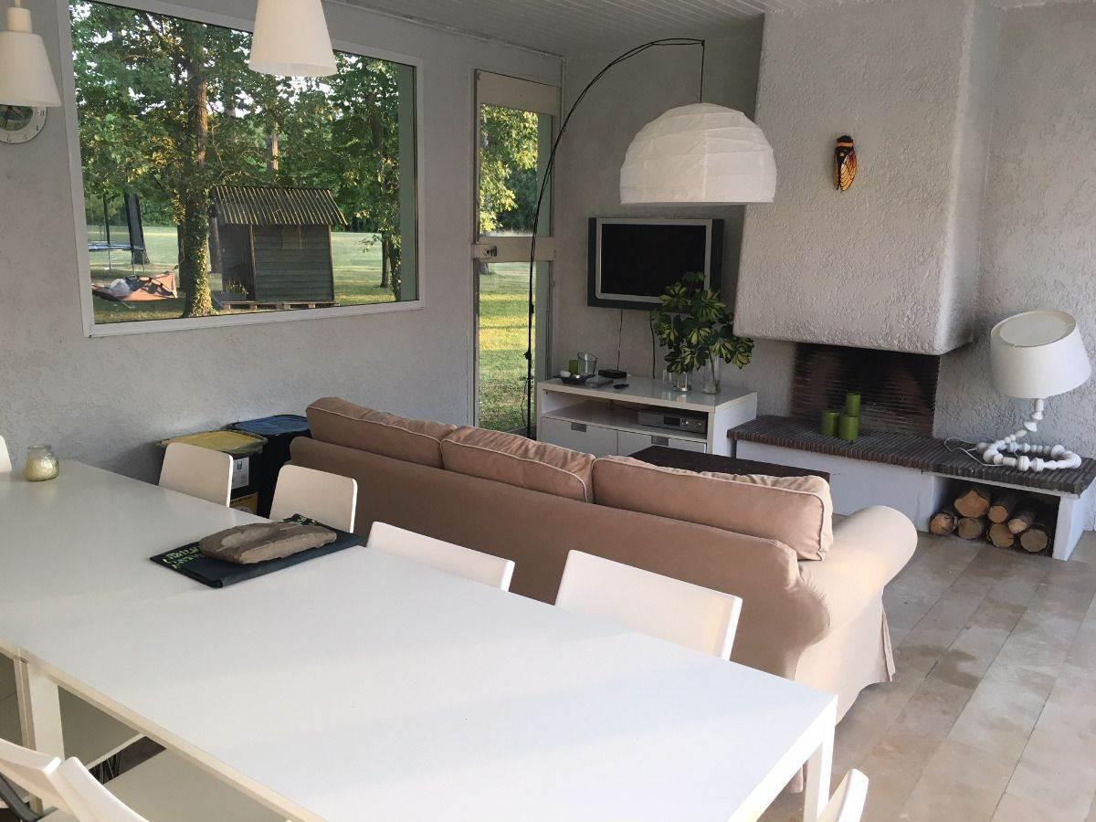 La cuisine d'été, avec son salon