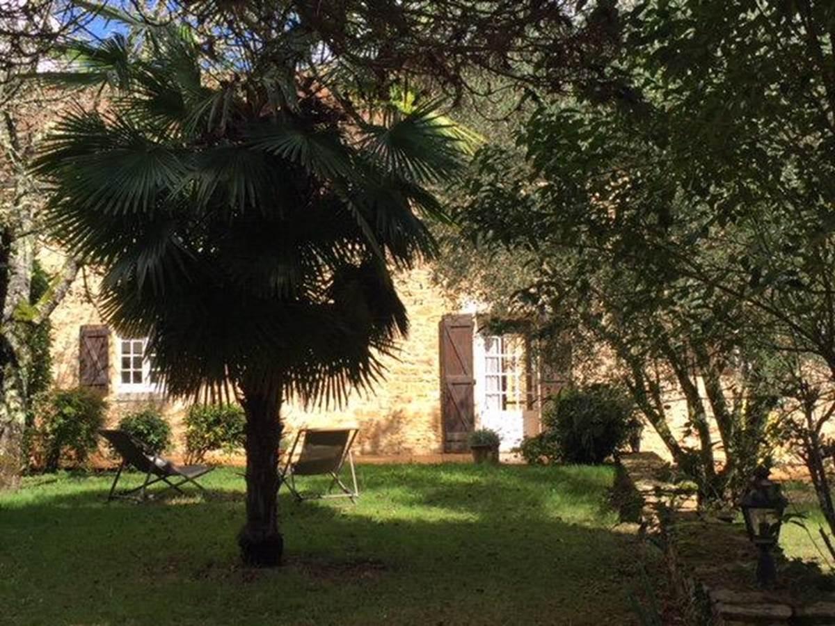 chambre_d_hotes_charme_perigord_sarlat_jardin1_le_domaine_aubazen