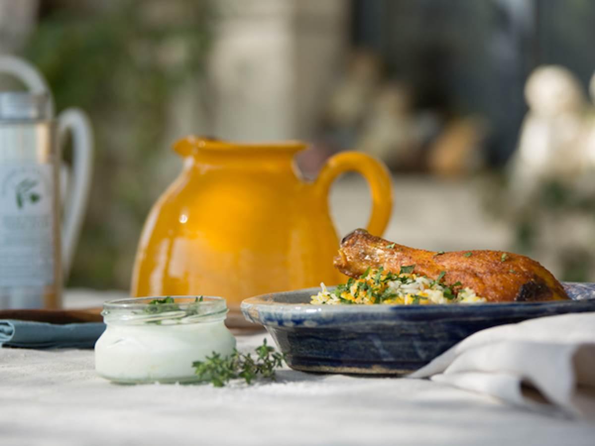 table d'hôte sur la terasse ou dans notre salle à manger