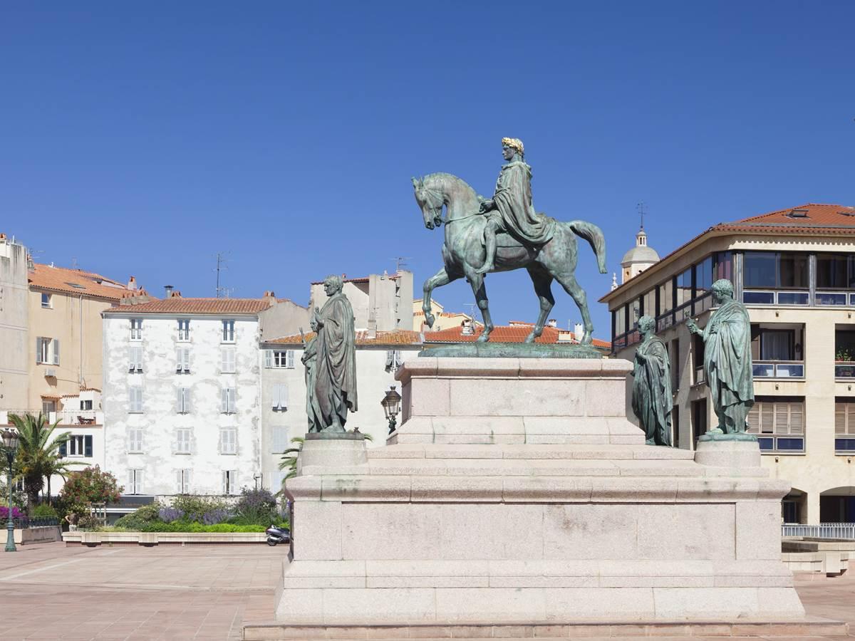 450761149 Statue de Napoléon, Place du Diamant
