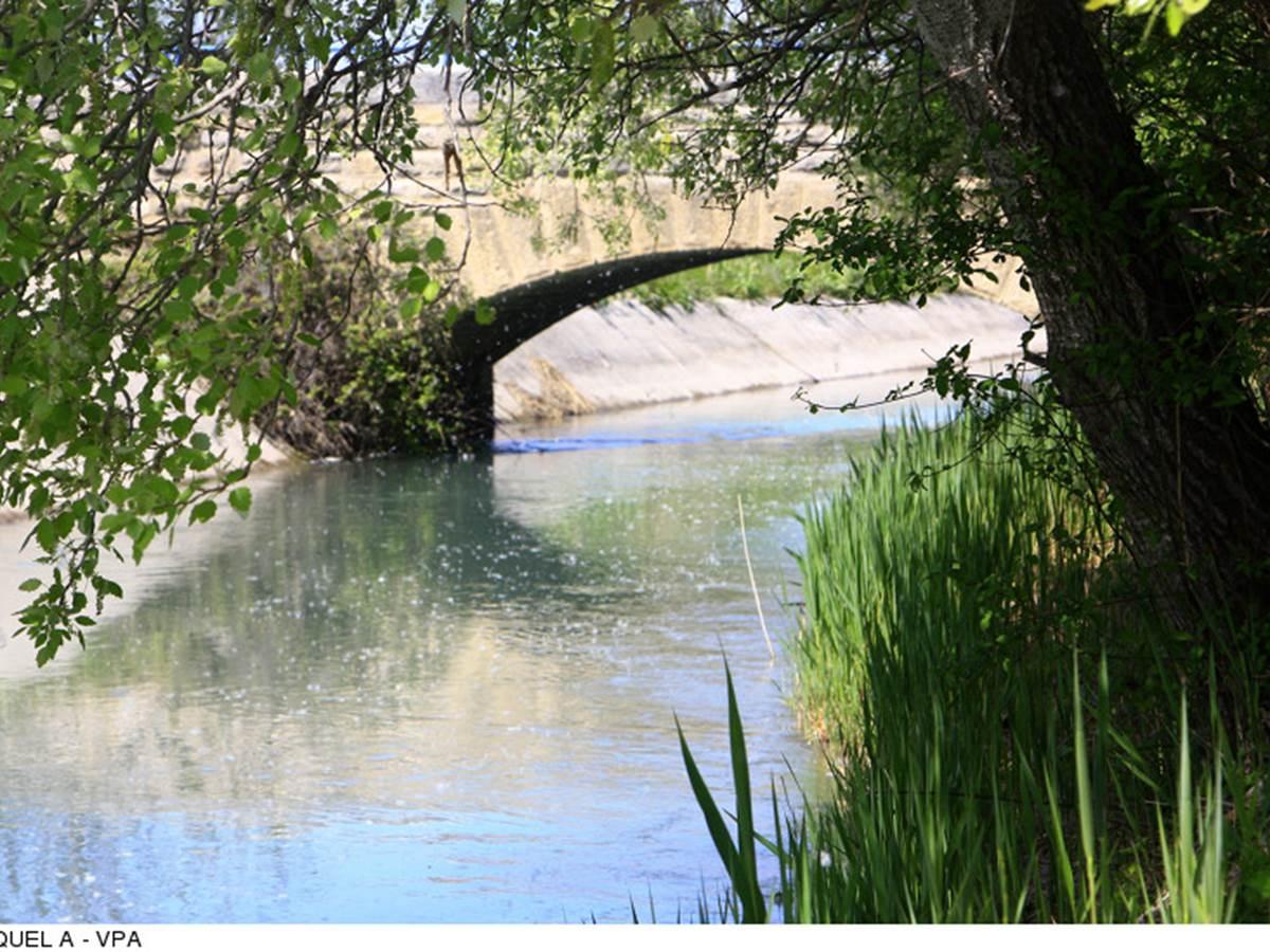 Canal de Carpentras  Copyright 6055--HOCQUEL_A_-_VPA-800px