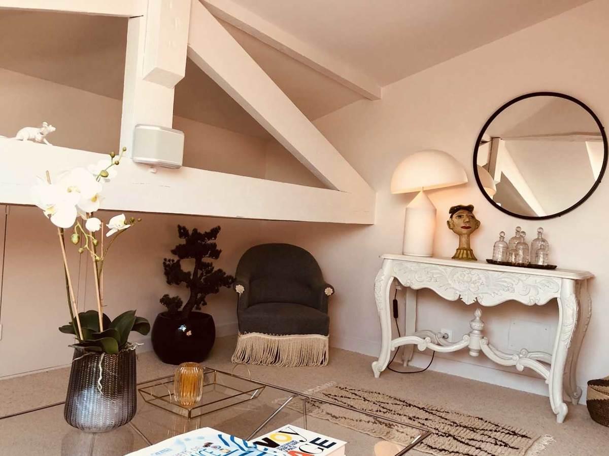 Suite Cypres et acacias Salon TV chambre-d-hote-lesmatinsrubis-tarn-et-garonne-occitanie-location-toulouse