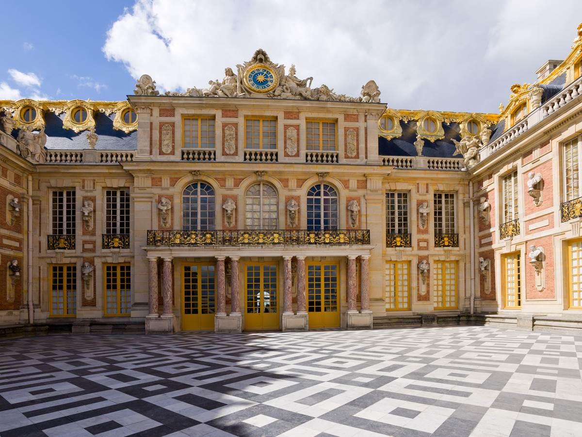 535863623 Entrée du château de Versailles