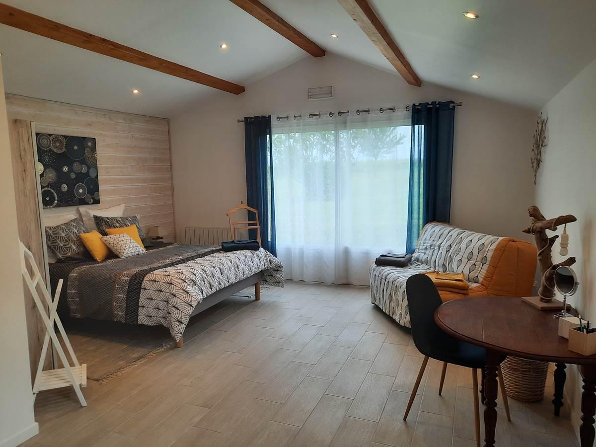 la chambre  avec une literie 160x200