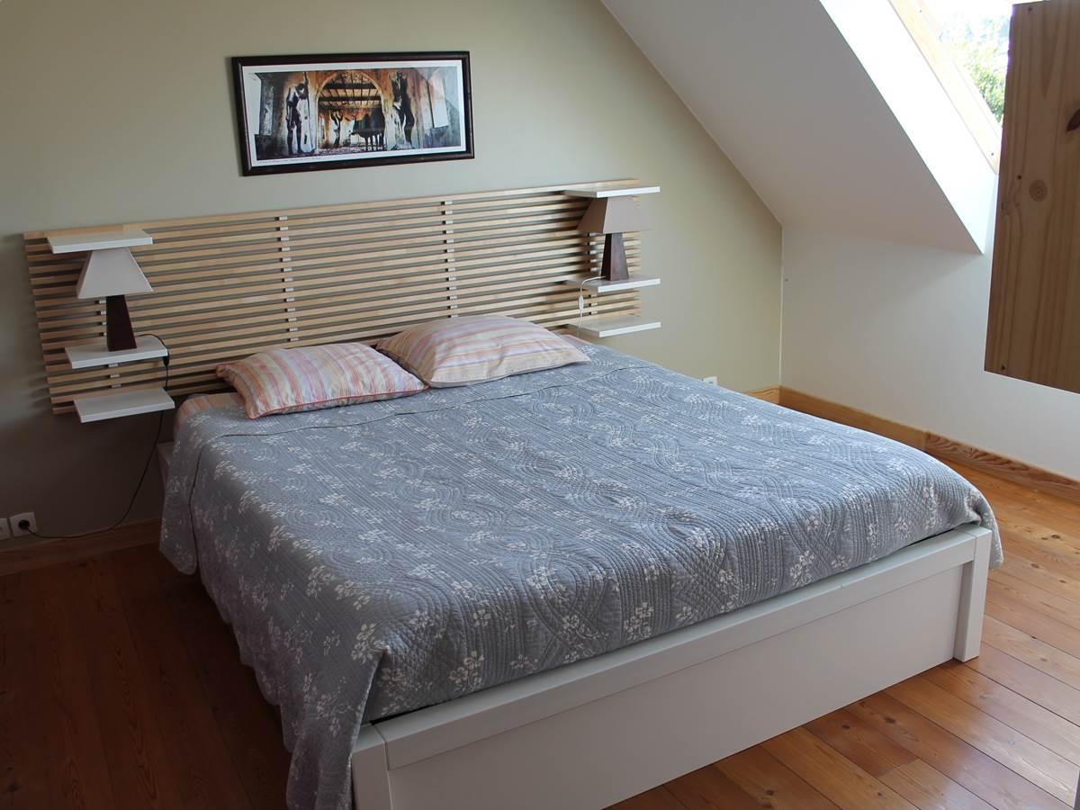 La chambre d'hôtes de ile de Sein un endroit calme et paisible, le lit fait 160 cm