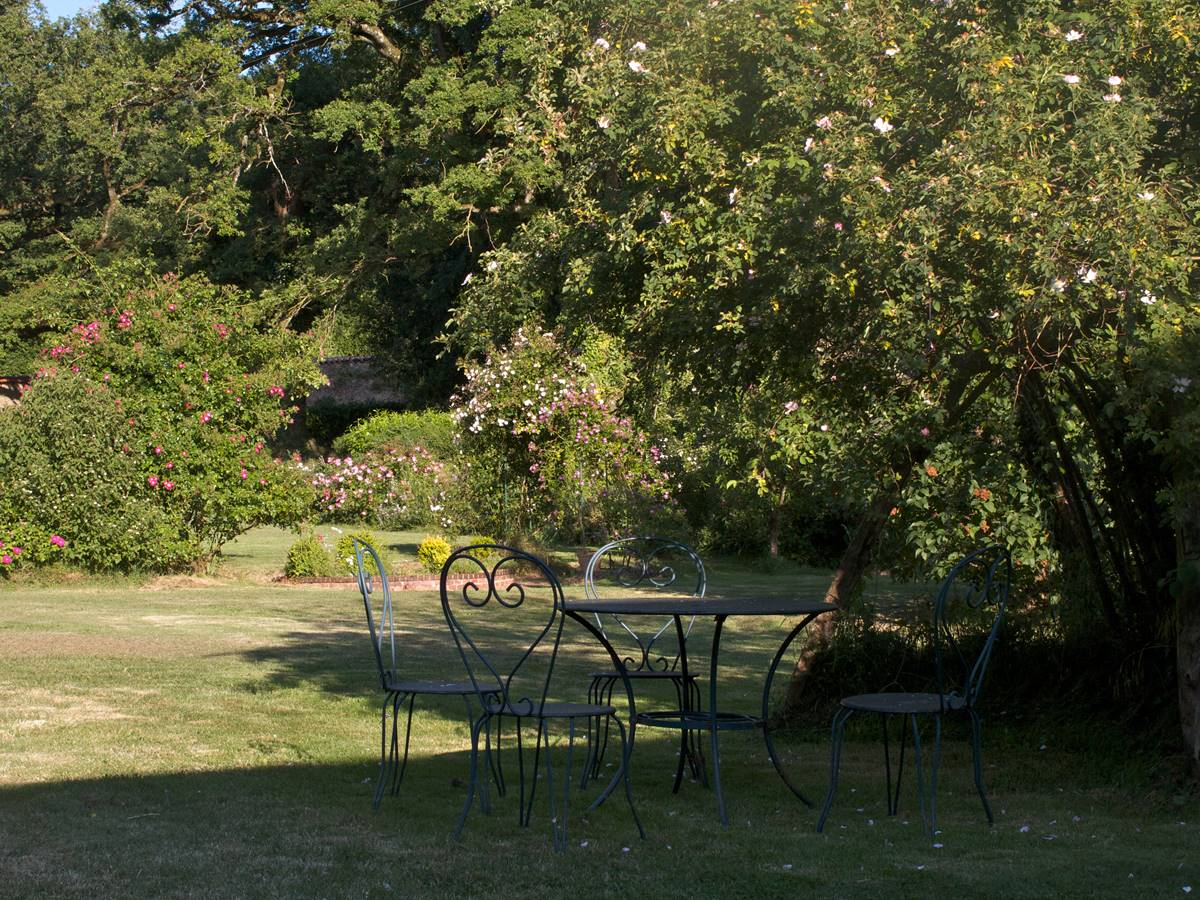 La terrasse du gîte au jardin