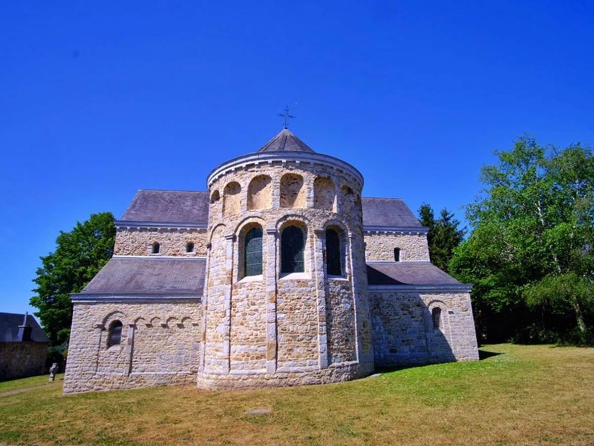 L'église de Xhignesse vue de côté