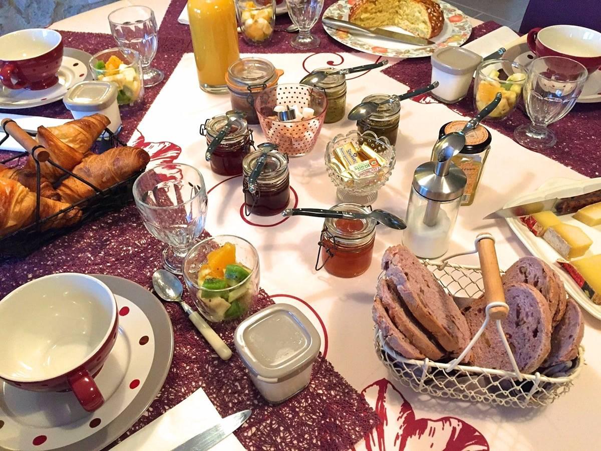 Petit déjeuner à Côté Granges (16)-min