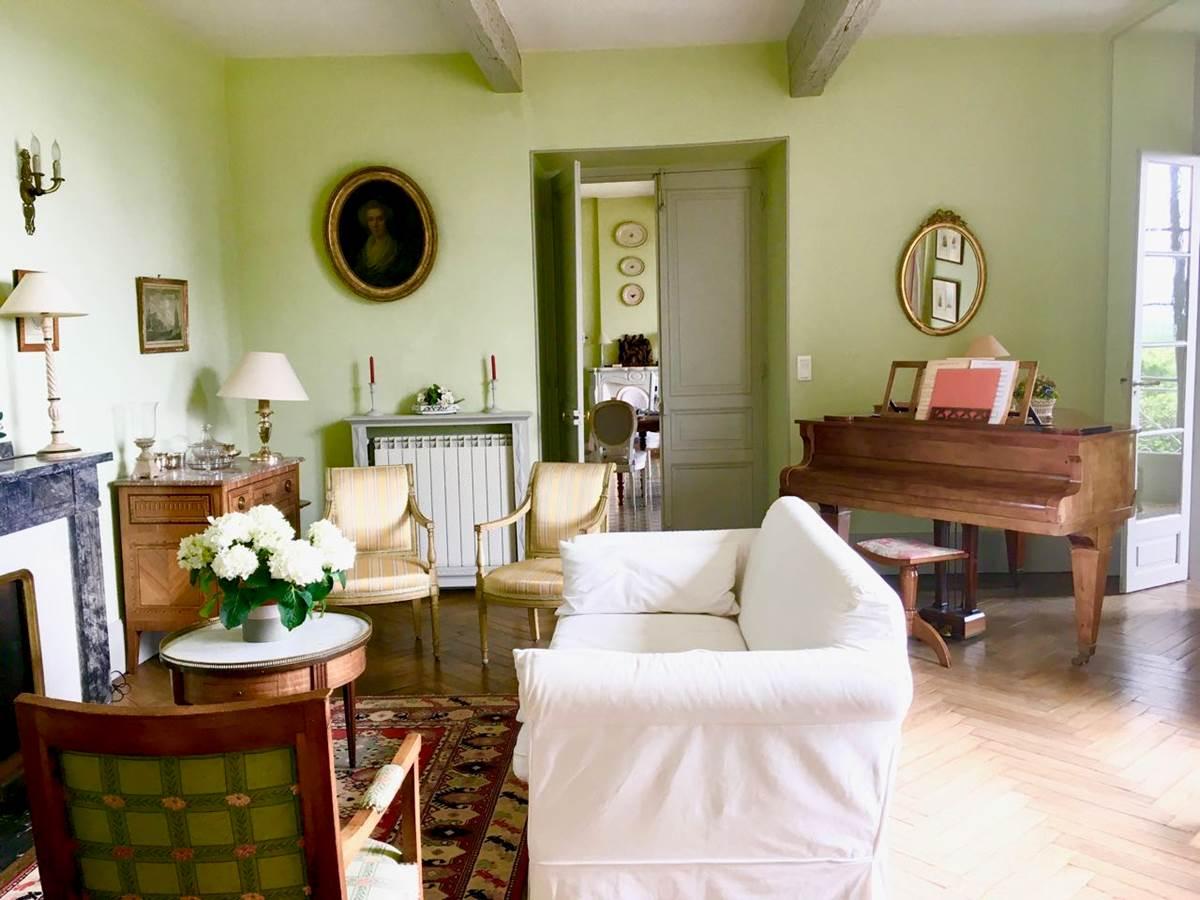 Le salon des chambres d'hôtes la Rougeanne près de Carcassonne