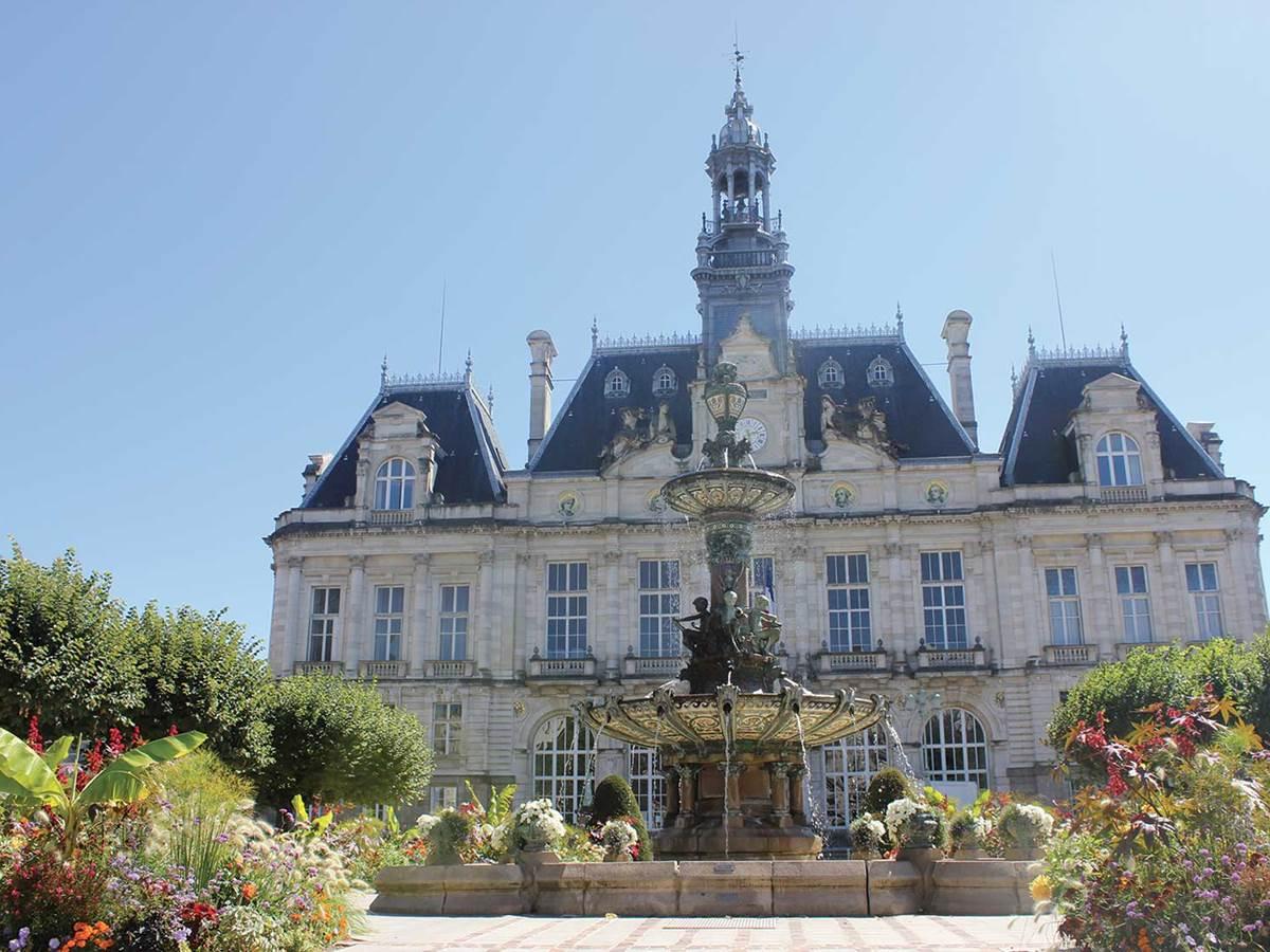 Petit train touristique de Limoges, la mairie de Limoges