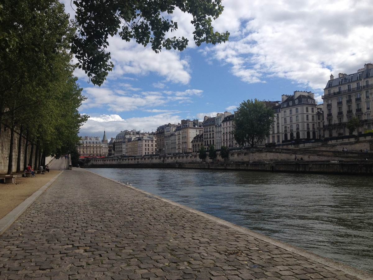 Strolling along the riverbank as in the movie Midnight in Paris...