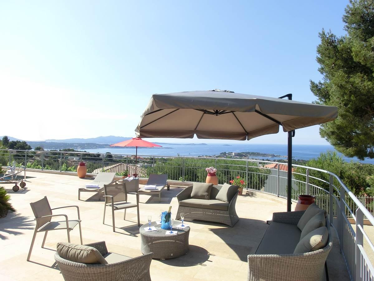 Espace détente piscine Villa Azur Golf