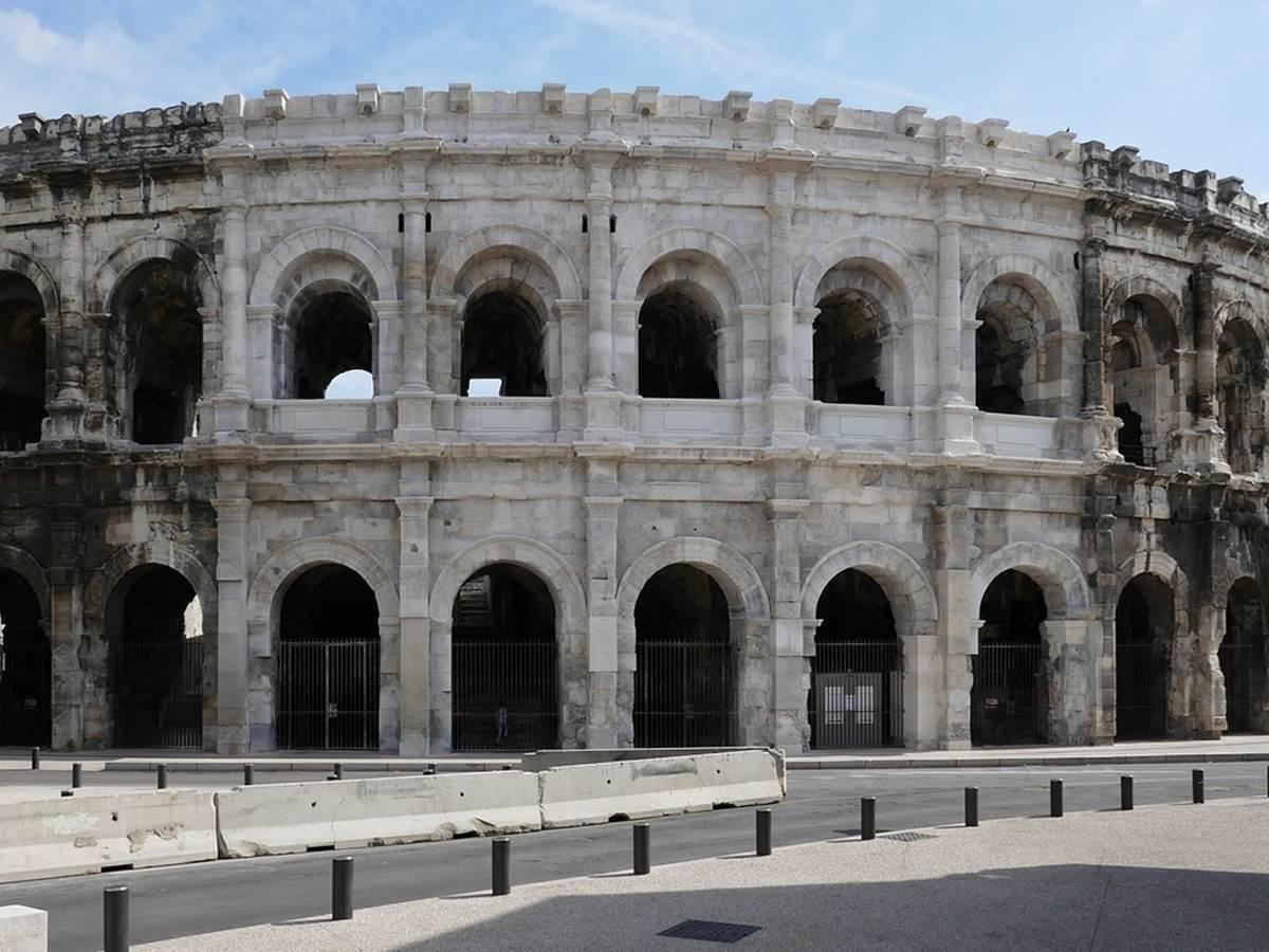 Les célèbres arènes de Nîmes, à 30 kms du mas Saint-Ange
