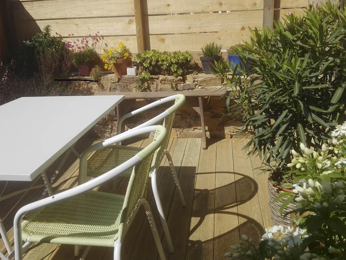 jardin interieur gite bretagne terrasse