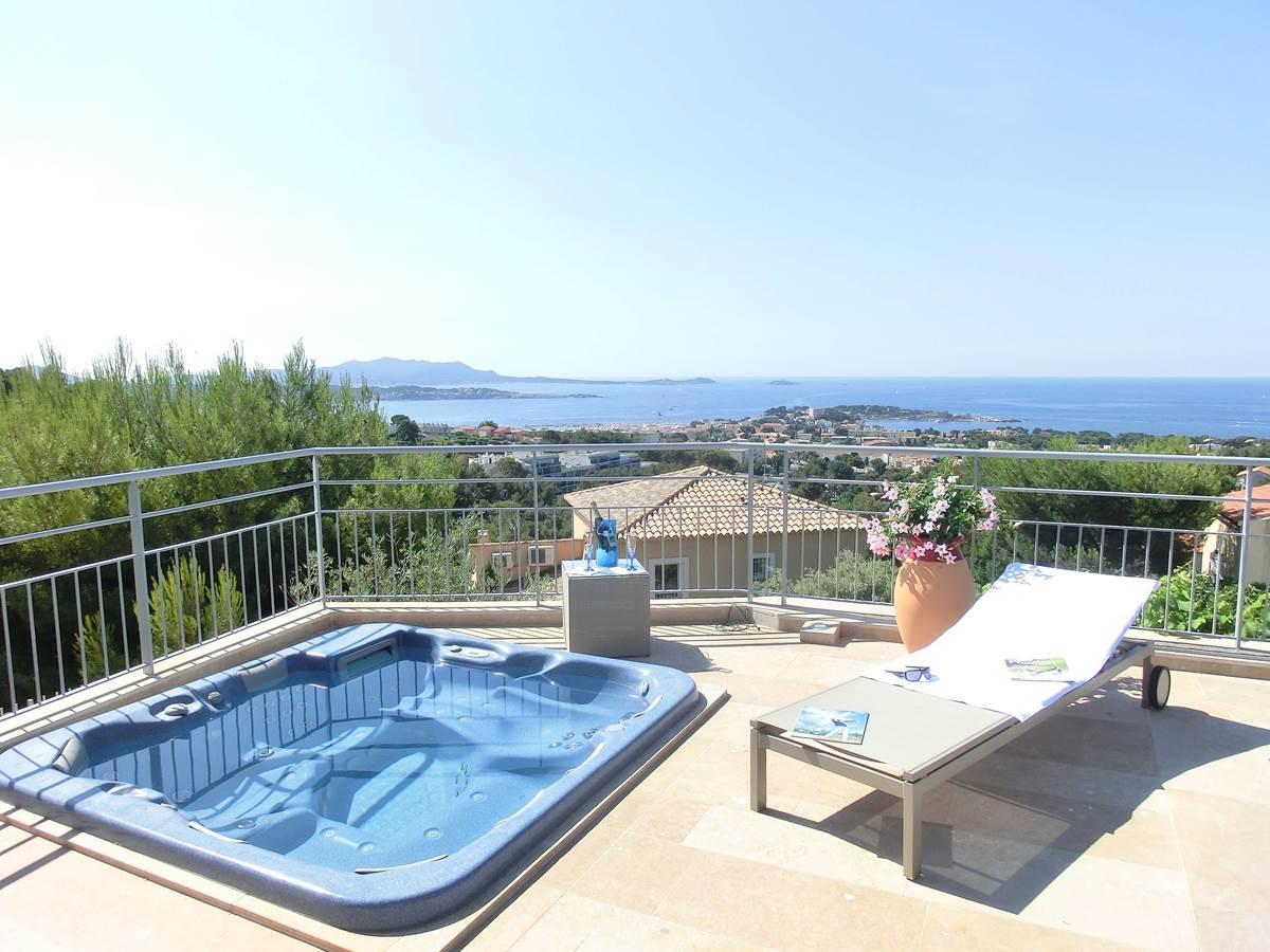 Jacuzzi Villa Azur Golf avec vue mer à Bandol