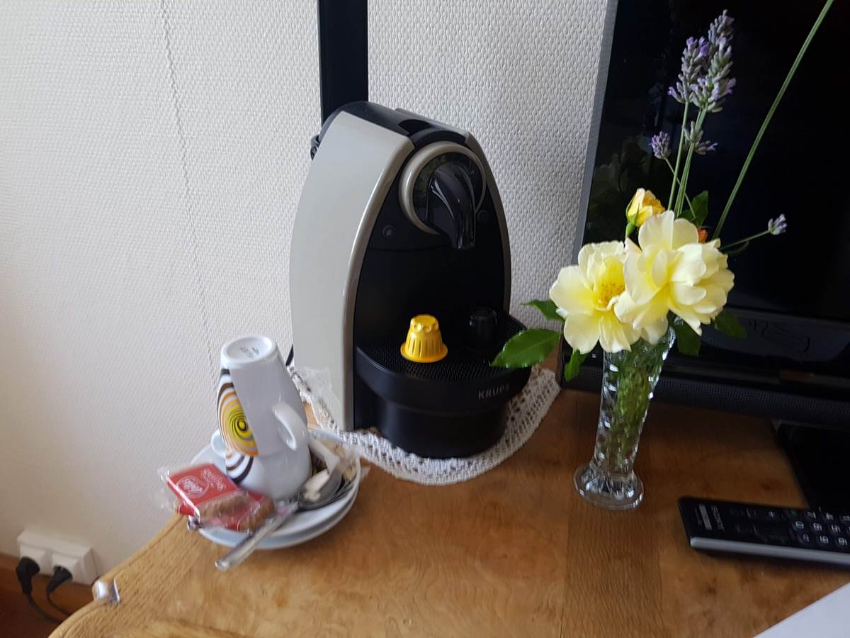 machine Nespresso chambre Paul Rebeyrolle