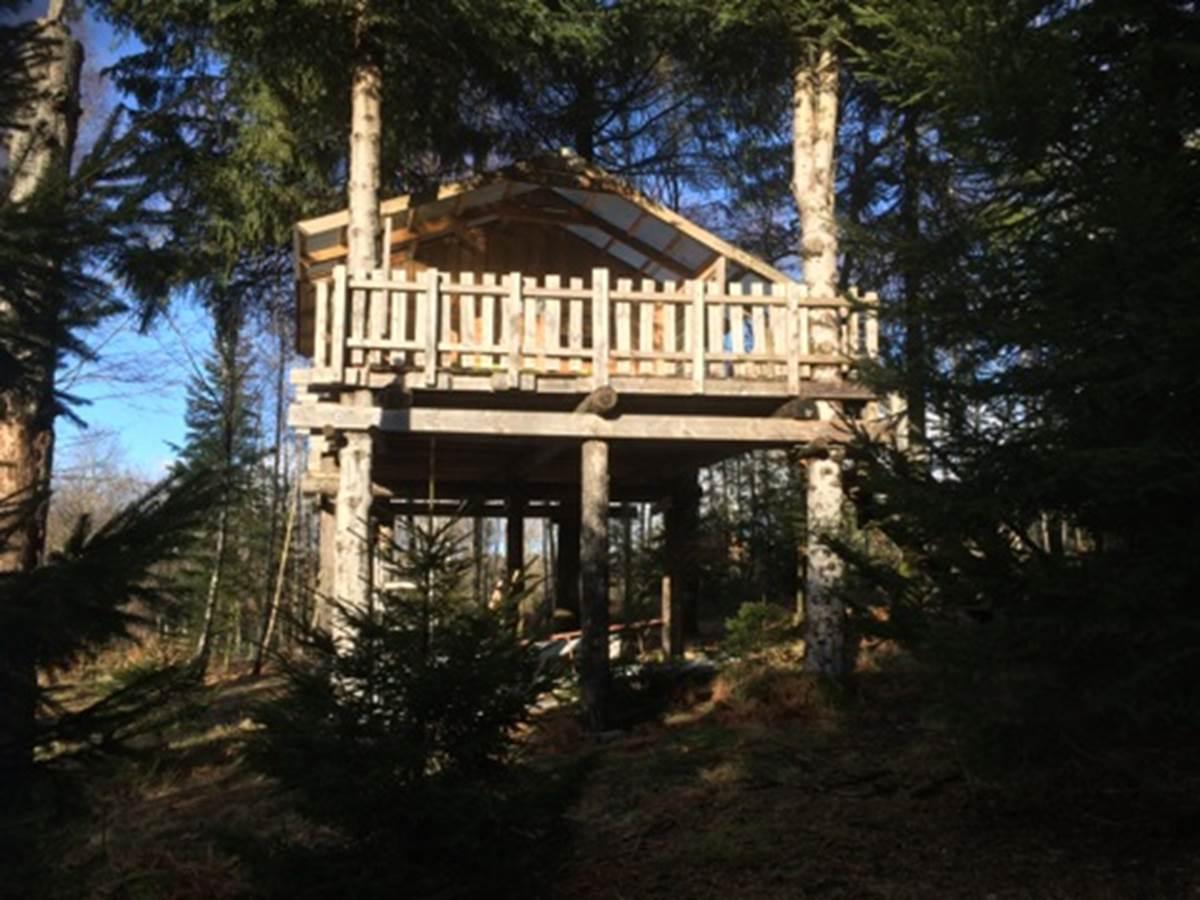 Cabane dans les bois, Puy des Bruges, Vassivière