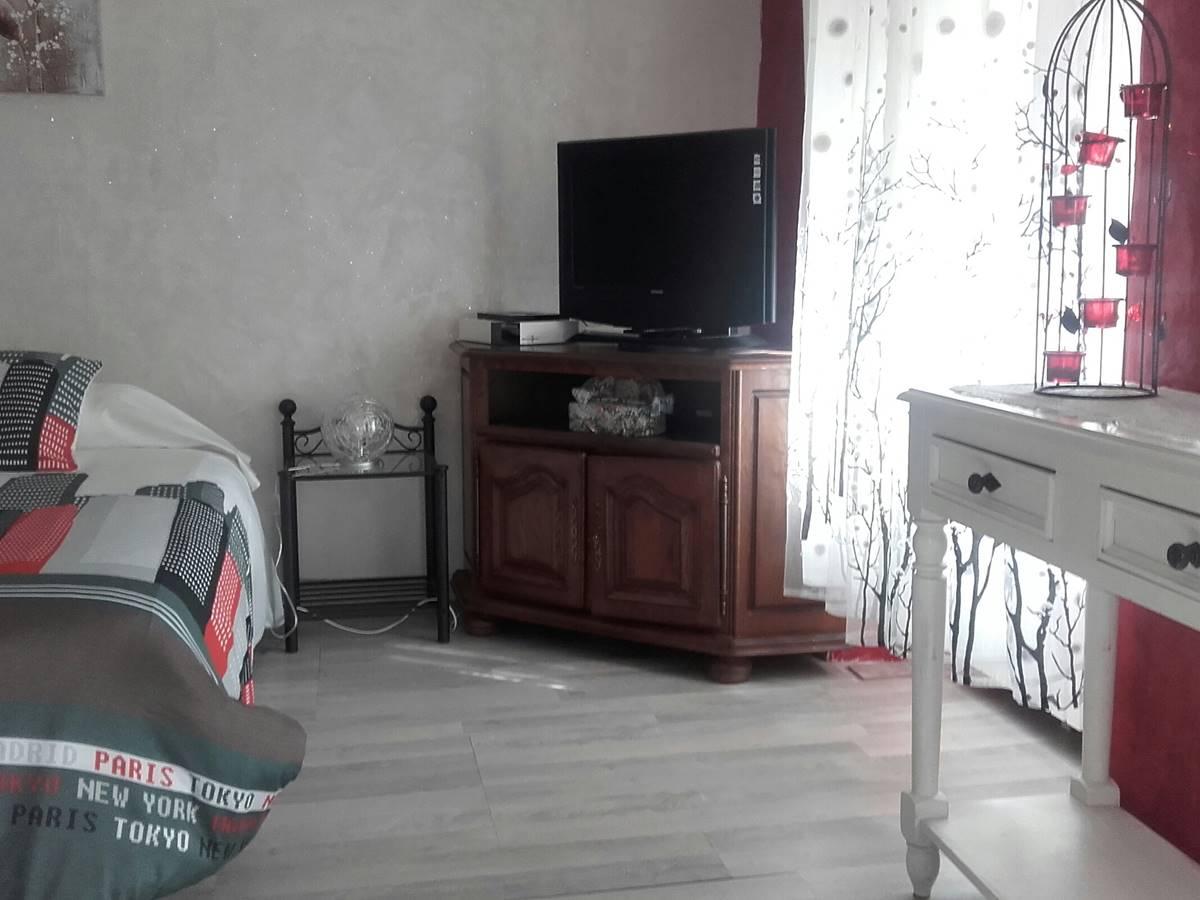 Chambre avec grand lit double Gite du Lion90